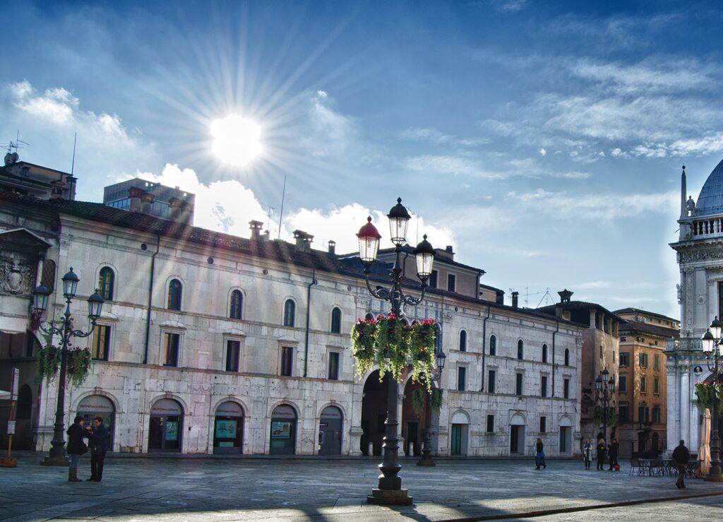 Il Palazzo Monti di Pietà a Brescia